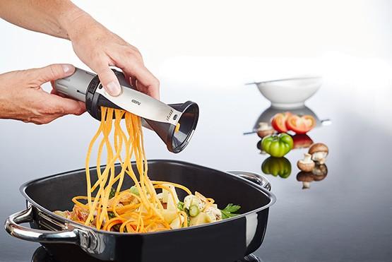 Gefu Spiralschneider Spirelli Schwarz Küchenhelfer Gemüsenudeln Endlosstreifen Gemüsepfanne