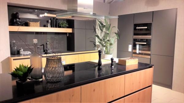 Wertküche-Bari-Küchenzeile-mit-Kücheninsel