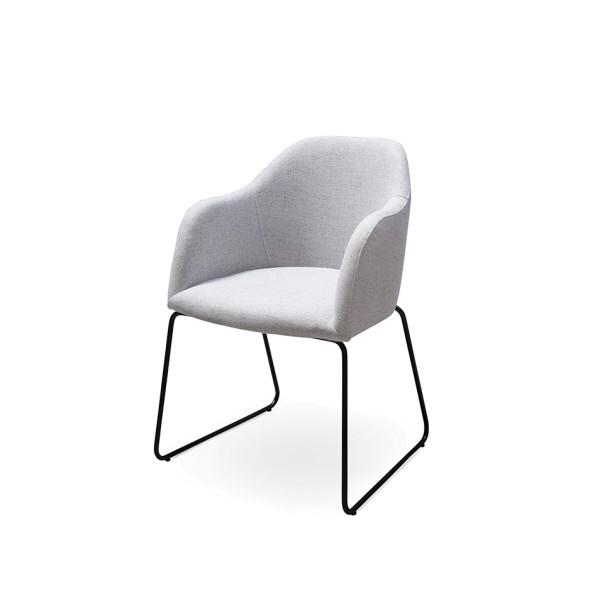 Standard Furniture Factory Polsterstuhl Theo silbergrau, eisgrau, kaminrot Schalenform Armlehne Rückenlehne