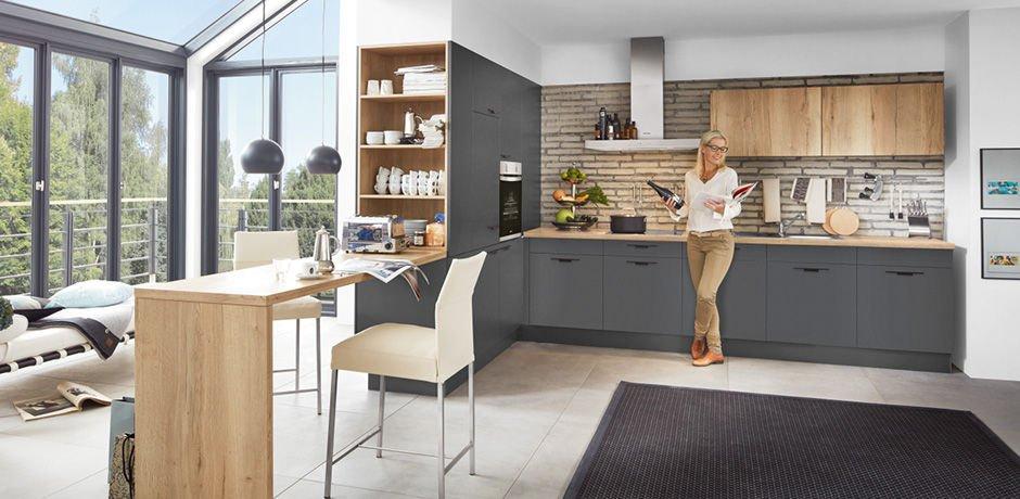 Möbel und Küchen